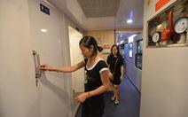Nhà vệ sinh trên tàu hỏa: Hàng ngoại khó sử dụng?
