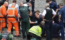 Nghị sĩ Anh được ca ngợi vì không ngại máu me cứu người