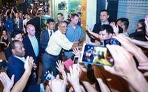 Việt Nam thân thiện qua những cái bắt tay nhân dân
