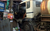 Xe bồn chở hóa chất lao vào nhà dân bên quốc lộ 51