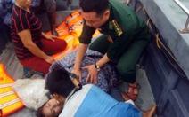 Tàu ngư dân gặp nạn, mẹ chết, con ngạt nước