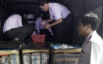 Bắt xe tải chở gần 430kg tôm nghi bơm tạp chất