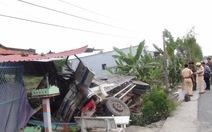 Xe tải tông sập hiên nhà dân, hai người bị thương nặng