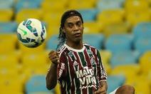 Ronaldinho và anh em De Boer đến VN với chiếc Cúp Champions League