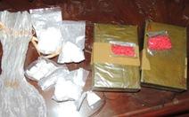 Bắt 6 người có vũ khí vận chuyển 41.000 viên ma túy tổng hợp