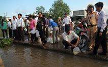Thả 500kg tôm, cá giống xuống sông