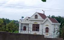 Rà soát nhà của các cán bộ hàng xóm ông Nguyễn Sỹ Kỷ