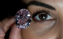 Kim cương 'Ngôi sao hồng' phá kỷ lục đấu giá