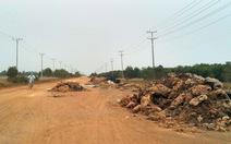 Lén lút đổ rác tràn lan khu công nghiệpĐức Hòa III