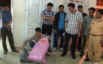 Bắt xe khách vận chuyển hơn một tấn thuốc nổ tại Lào Cai