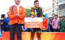 Minh Luận chiến thắng trên phố đi bộ Nguyễn Huệ