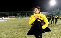 Xe buýt chở đội bóng Borussia Dortmund gặp 3 vụ nổ