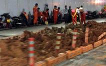 Xe chở đất lật, hầm sông Sài Gòn bị phong tỏa 3 giờ