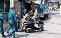 Dân chung cư bức xúc vì bị thu xe gửi bãi chiếm hẻm