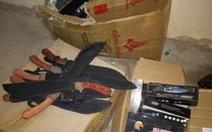Bắt xe khách chở hơn 200 vũ khí thô sơ
