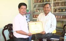 Khen thưởng người mua 1000 thẻ BHYT tặng hộ cận nghèo