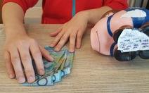 Đồng lương đong đầy nước mắt của du học sinh VN tại Úc