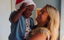 Cô gái Anh rời quê hương đi nuôi trẻ mồ côi ở Uganda