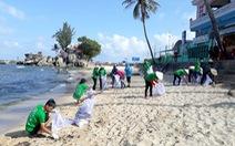 Gần 500 người ra quân làm sạch biển Phú Quốc