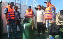 Bắt vụ sang mạn trái phép hơn 1,2 triệu lít dầu trên biển