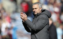 """HLV Mourinho: """"Manchester City là đội cửa trên"""""""