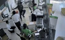 Nghi phạm cướp ngân hàng có thể dị tật ở chân