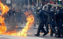 Cảnh sát Paris đụng độ người biểu tình phản đối bà Le Pen