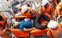Cứu kịp thời ngư dân bị nôn ra máu
