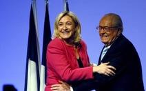 Cha của bà Le Pen không hài lòng về con gái