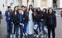 Áo dài tung bay cùng Á hậu Thùy Dung ở Vaticane