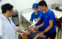 Một người nhập viện cấp cứu sau hai ngày bị tạm giam