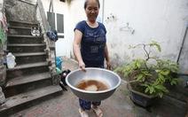 Phát hoảng vì nước sạch bỗng dưng... đen ngòm