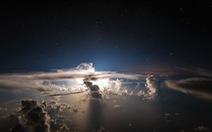 Bầu trời đẹp bàng hoàng nhìn từ buồng lái máy bay
