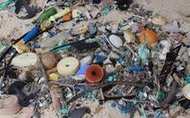 Kinh hoàng với bãi rác lớn nhất thế giới trên đảo hoang