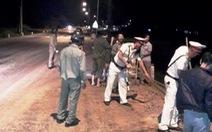 Truy tìm xe tải đổ trộm bã đậu trên quốc lộ 1