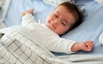 Sức khỏe của bạn: Bé ngủ hay giật mình, làm sao?