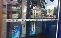 Bắt quả tang nghi phạm trộm tiền trong trụ ATM