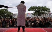 Người đồng tính bị quất roi ở Indonesia