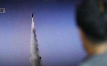 Hàn Quốc bắn 90 phát súng vô 'vật thể lạ' bay qua biên giới