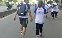 Tình yêu qua những… bước chân