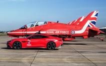 Bạn được mua xe Aston Martin 'mũi tên đỏ'