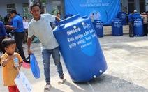 100 bồn chứa nước tặng người dân Ninh Thuận
