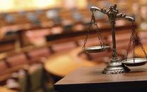 Hai tòa đùn đẩy một vụ kiện