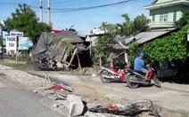 Xe đầu kéo tông sập 4 nhà dân, 1 người chết
