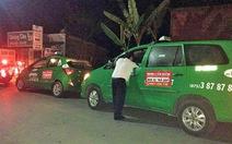 Hơn chục tài xế truy đuổi nghi phạm cướp taxi trong đêm