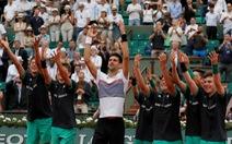 Djokovic chật vật vào vòng 4 Pháp mở rộng