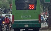 Đình chỉ tài xế lái xe buýt chạy ào ào trên vỉa hè Sài Gòn