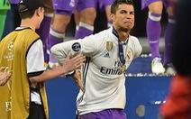 """Ronaldo chấn thương vì… ăn mừng quá """"sung"""""""