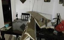 Bục ống nước chung cư, kéo sập cả trần nhà
