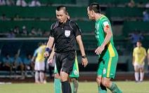 Trung vệ Chí Công bị cấm 3 trận